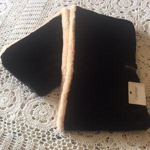 NWT Calvin Klein Circular Scarf Faux Fur